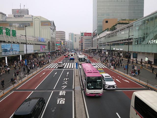 バスが行き交う感じが路面電車風の京王線が走るイメージに近いのではないか