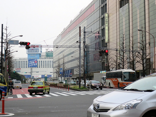 真ん中の京王デパートのところが駅だったのだ
