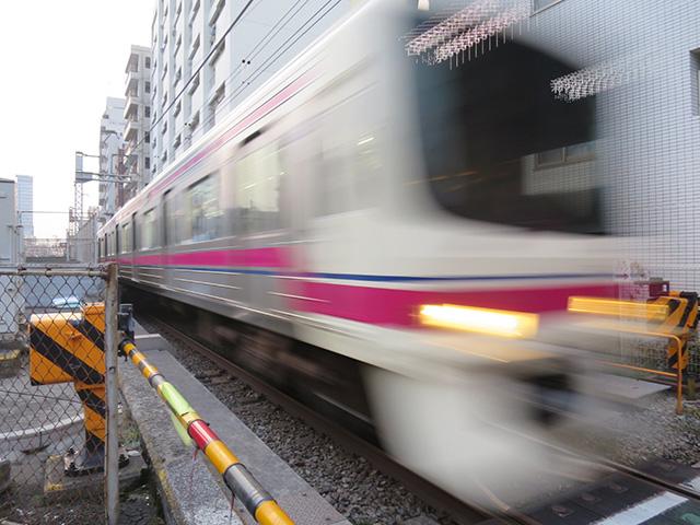 写真撮っててふと振り返ったらものすごい勢いで電車が来て死ぬかと思った
