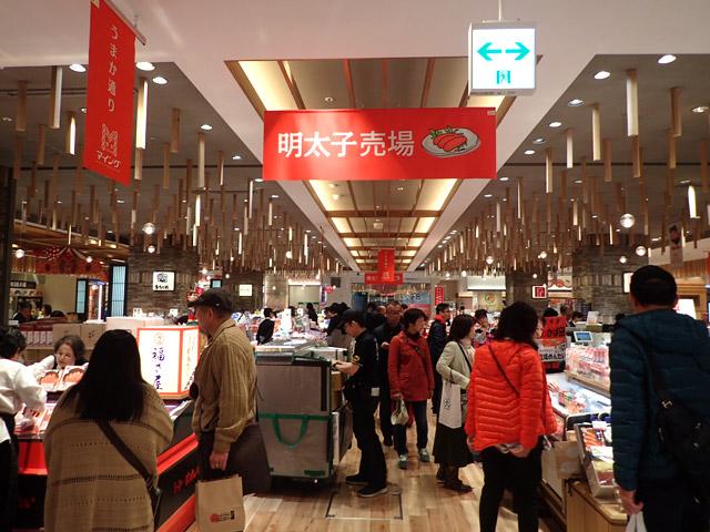 博多駅のお土産物売り場には、明太子だけのコーナーがあった。