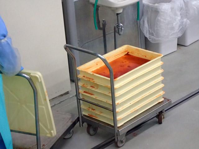 明太子の味が染みた調味液は、缶詰などに再利用されるそうです。
