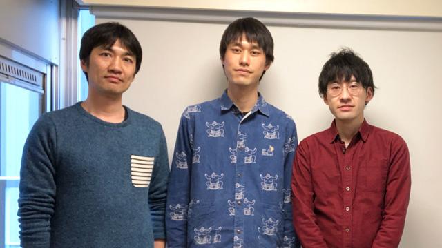左から井上さん、トルーさん、筆者。トルーさんは力士柄のシャツを着ている(福袋で当たった)