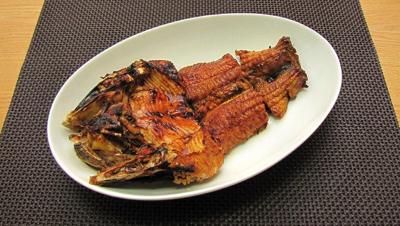 マナマズの蒲焼き。川のナマズは見た目に反して上品な味わいでなかなかうまい。ではハマギギはどうだろうか。
