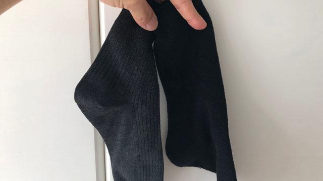 「これだ!」と思って並べてみたら少し色が違う。黒や紺の靴下でよくこういうことが起