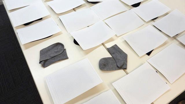 と思ったら、藤原さんが適当にめくってグレーの靴下を揃えていた。