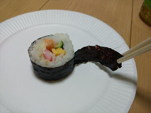 具材を確認するために海苔を剥がす、日本人としてのなにかが揺れる。