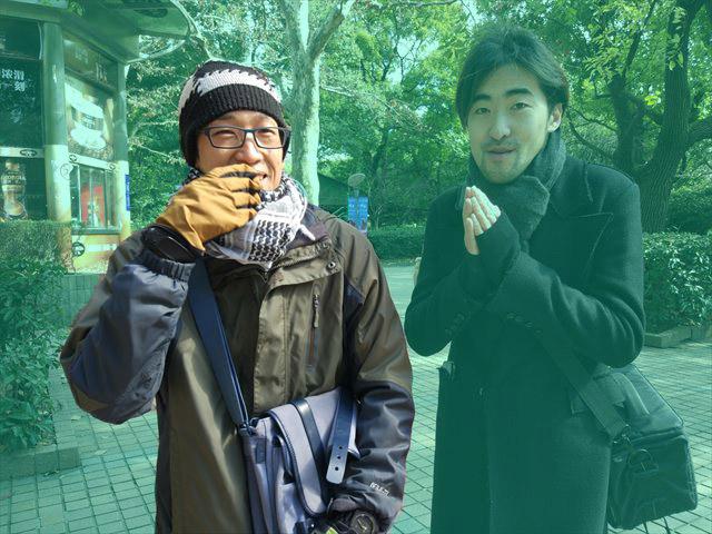ここでいきなり湧いて出てきた右の青年は、2月に書いた記事に登場した水谷くん。(『上海のお見合いは「親が代理で」「傘で」やる』より)