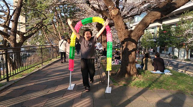 北村さんのようにアーチをくぐってきた!というポーズも動きがあっていい。