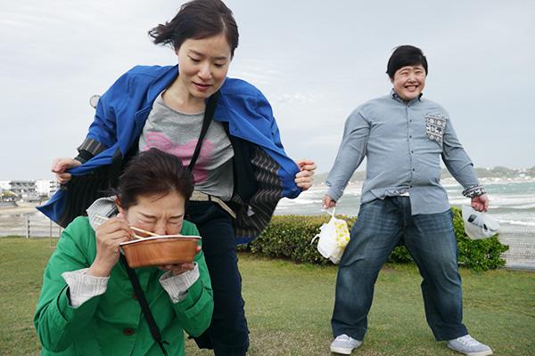 強風から橋田さんを守ってるつもりが、よく考えたら風下に居ても無意味