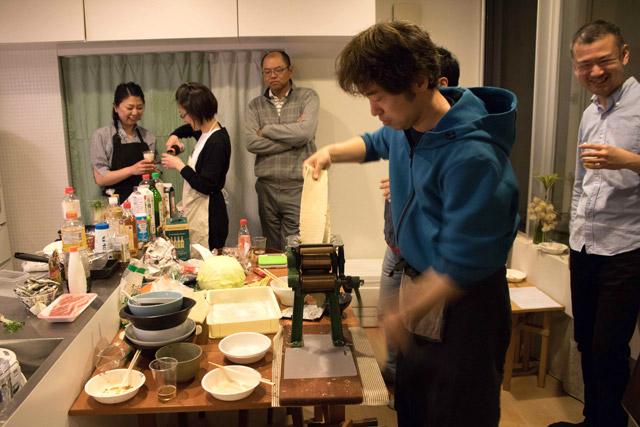 麺は事前に家庭用製麺機で用意しておく。ただ競技としては、もちろんスーパーで売っている生麺でも構わない。