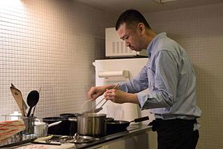 料理を作る姿が凛としていて、絶対に美味しいものが出てくる安心感がある。