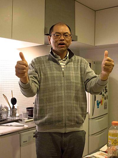指圧師の浪越徳治郎を髣髴とさせる堂々としたポーズの山田さん。