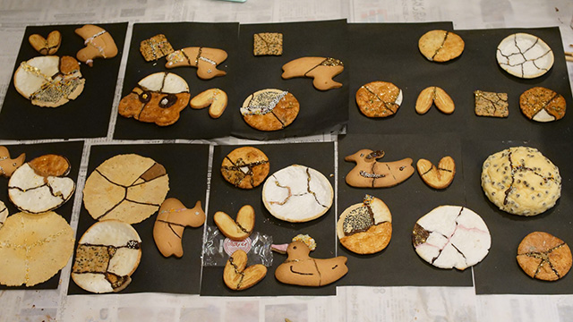 こうしてさまざまなクッキーやおせんべいが修復された