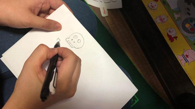 制限時間は5分。開始と同時にネッシーあやこさんがドクロの絵を描いた。