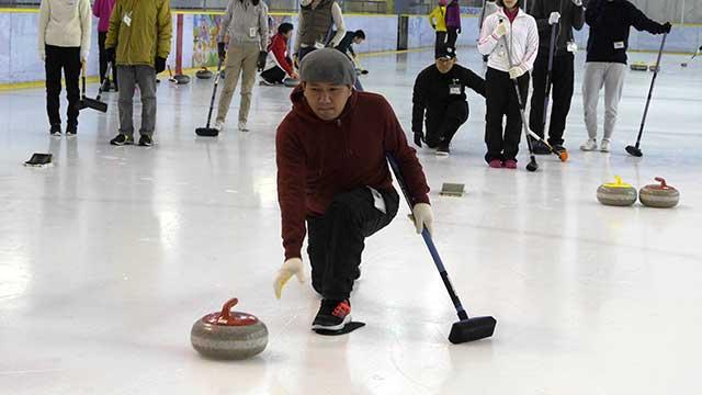 何回か前の冬季オリンピックで見て以来、ずっとやりたかったカーリング!