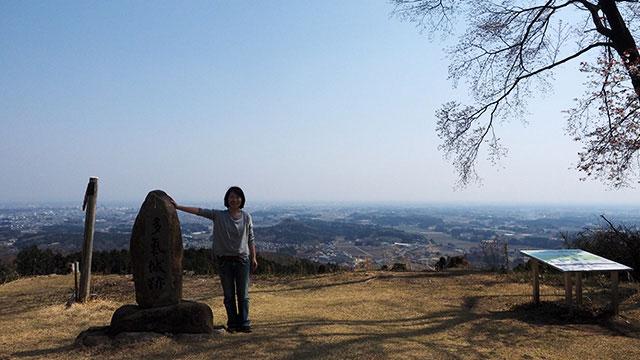 ついた! 宇都宮と地平線が一望できる。むかし山城があった場所らしい。