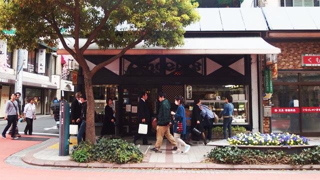 老舗の有名喫茶店。昭和からのメニューが目白押し