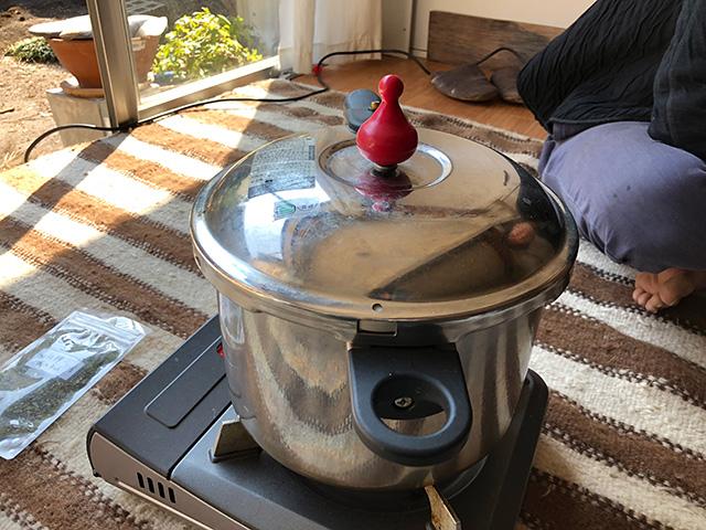 圧力鍋を導入した。これで長時間煮たことになるだろう