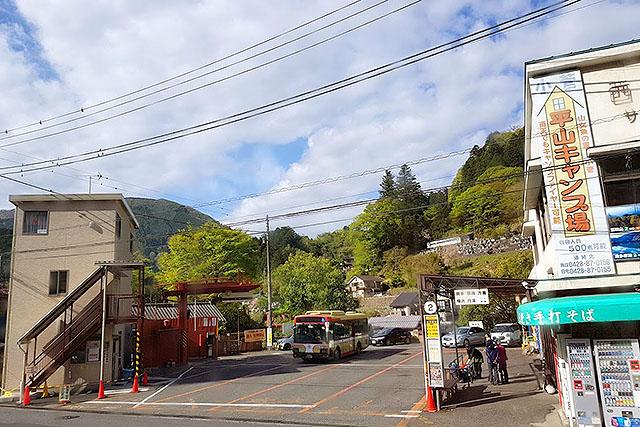 何十回と来た奥多摩駅前。各方面にバスが出ていて便利です。ありがとう西東京バス。