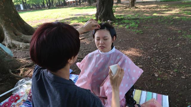 公園で化粧を落としたのも初めてだった。風が素肌 にあたる。やだなにこれ悪くない……。