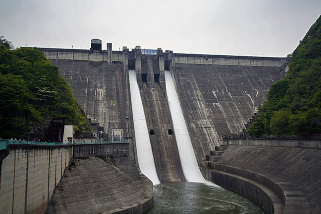 僕がダムの装備を説明するときにまず例に出す下久保ダム