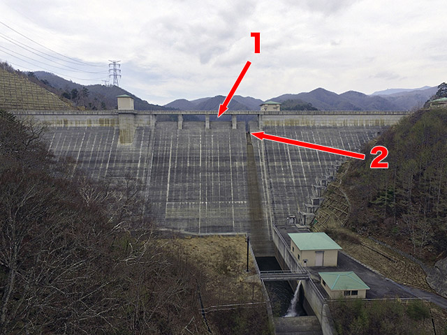 1が非常用洪水吐、2が常用洪水吐