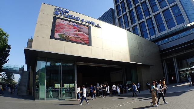 今回、担当古賀が「盛り上がって本当によかった…」と安心する文が続きますので、当日のようすは写真でどうぞ。まず、今回から開場が二子玉川の「イッツコム スタジオ&ホール」になりました。解放感!