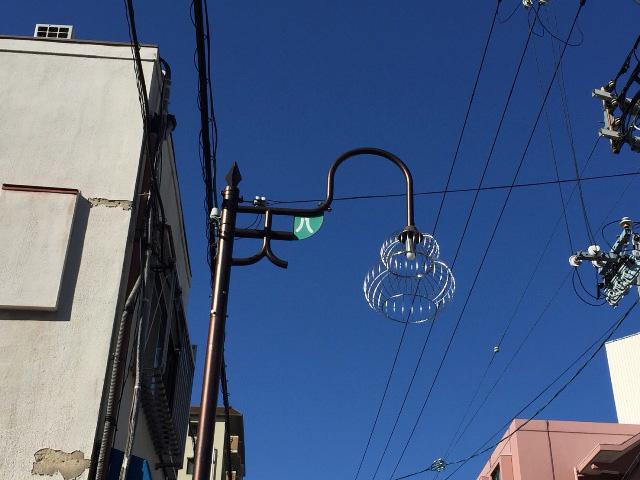 しかし街灯をみるとちゃんと「天八」が隠れている。ここもしっかり商店街なのだ