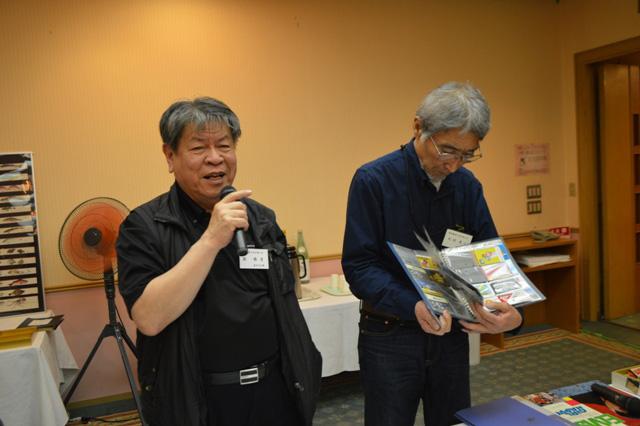 オークションの進行は劉さん(左)と松村さん(右)