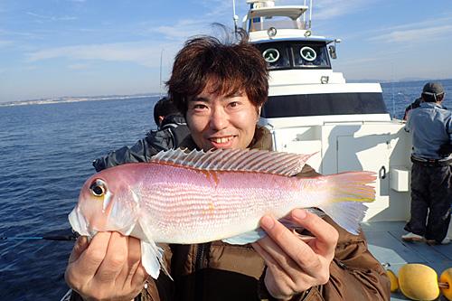 このピンクの魚がアカアマダイ。一般的にアマダイといえばこれのこと。