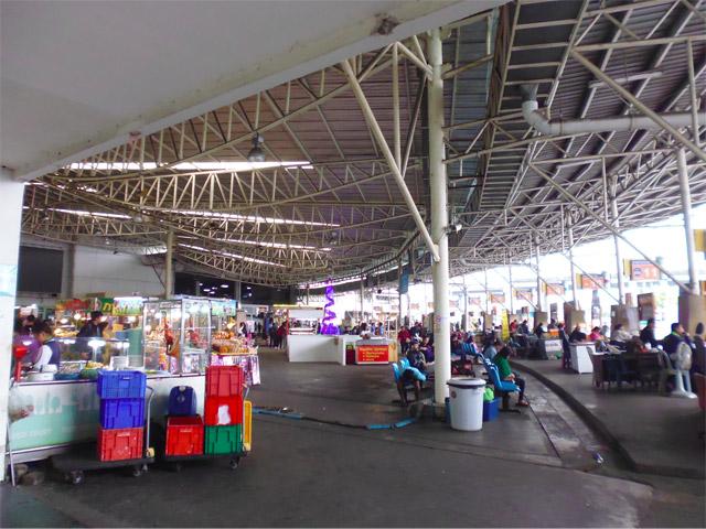 タクシーでバンコク市内のバスターミナルへ移動。