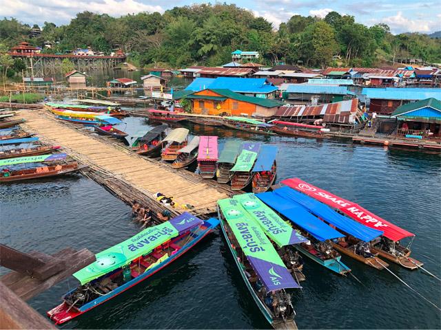 おお!まさに水上村落!ザ・東南アジアな配色。ここで休暇を過ごせるというだけでワクワクするな。