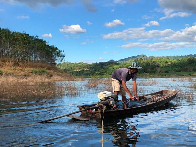 そういえば釣りの最中にタウナギ漁師に出会った。