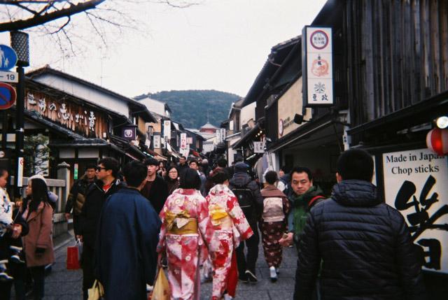 和服を着ている人もけっこういて、「ああ、京都に来たんだな」と改めて感じられた