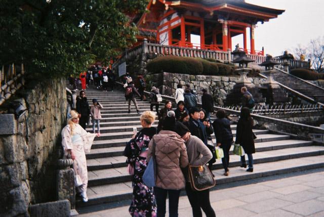 清水寺にはとにかく外国人の観光客が多かった。3/4くらいは外国人だったんじゃないかなっていうくらい。
