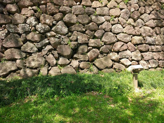 金沢城の石垣に重ねると…