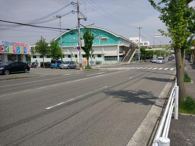 所変わって神戸某所の道路…