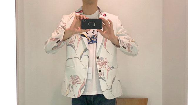 派手なジャケット。