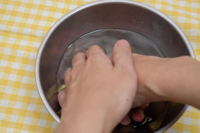 ということで半分くらい食べたところで一旦酢水で手を洗った