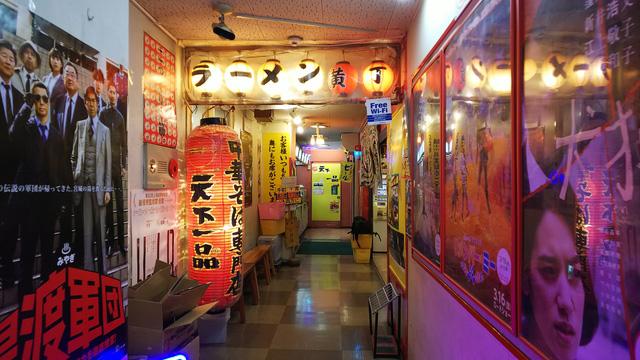 仙台の天一は全体的に圧があるな。初めて渋谷に行ったときのことがふと頭に浮かんだ。