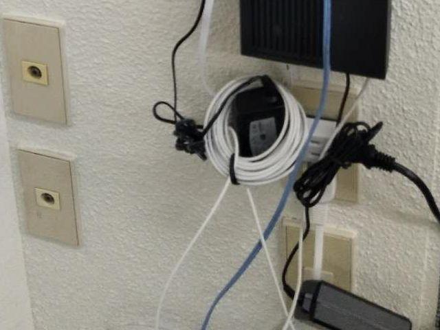現在は100Vの電圧が主流。プラグは2つ穴のものだけとなっている。