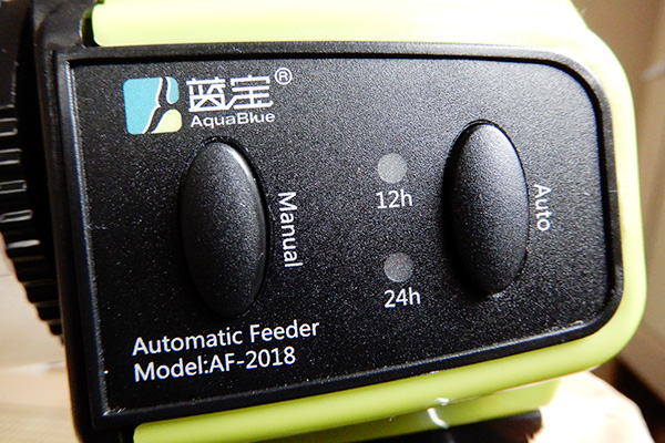 「Manual」が今すぐON、「Auto」がタイマー。12時間以下はないのか、そりゃそうか。魚だし……
