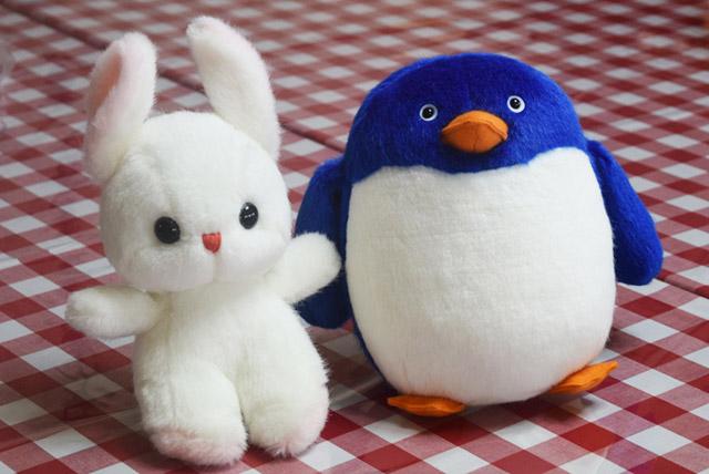 「ファンシーうさぎ(左)」と「ペンギン プランプS 青(右)」。
