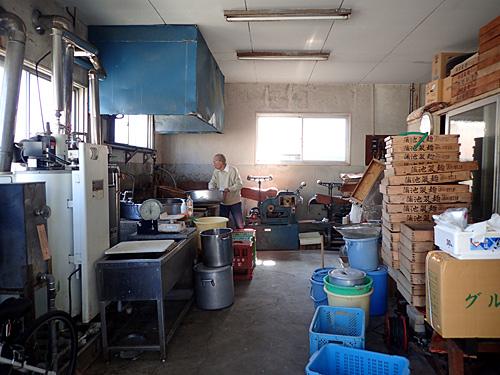 こちらは自宅にある製麺所。回想シーンの画像はないので、製麺の様子をお伝えします。