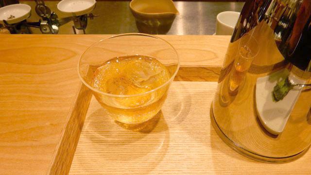 静岡の紅茶とやらの試飲も頂いた。華やかな感じがしておいしかった。