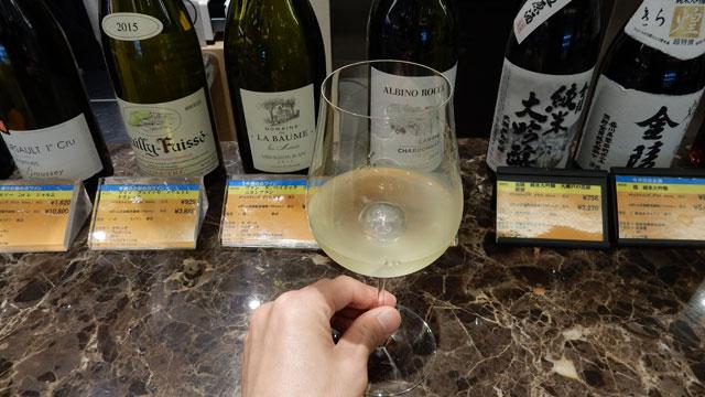 白ワインをもらった。緊張する。
