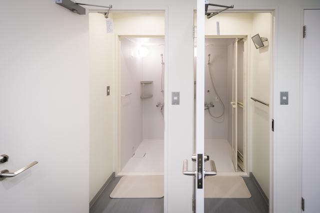 シャワー室もかなりの数を完備(写真:トレインホステル北斗星)