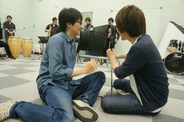 友人役は、撮影係として来てくれていた編集部・藤原さんに依頼。中にDVDを入れておいて…