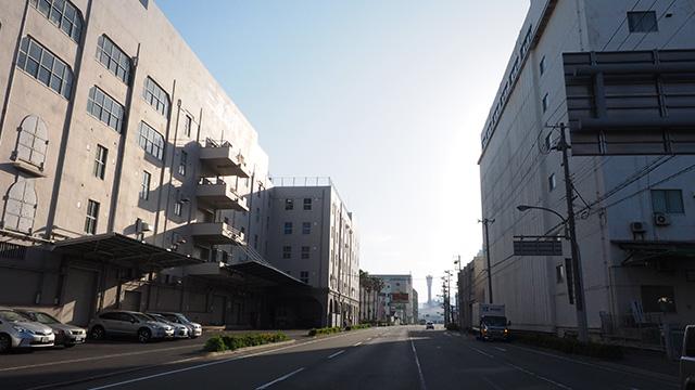 大きい倉庫がたくさん並んでいるエリア。