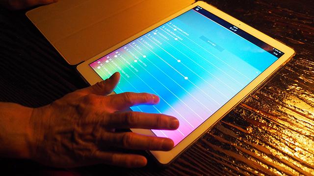 照明へのこだわりも強い。Hueというアプリをつかって制御しているという。